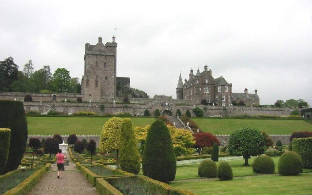 Drummond Castle & Gard